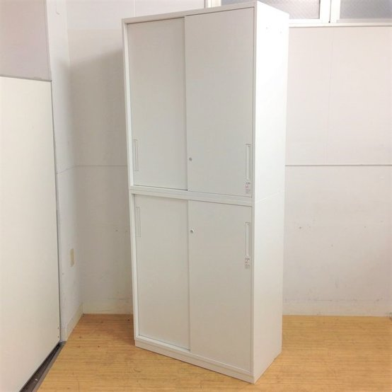 収納スペースに配慮!嬉しいホワイト色!上下ともに2枚引き違い戸|鍵付き!