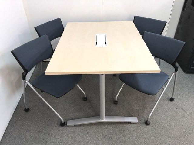 【配線タップが便利なミーティングテーブルとネスティングチェアのセット商品の入荷です!!】