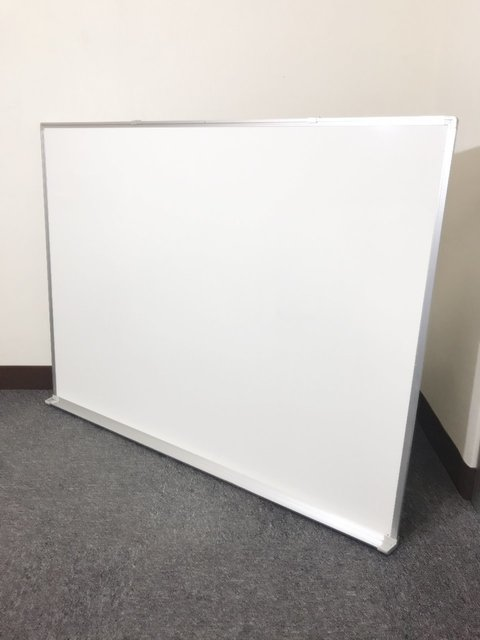 入荷後すぐなくなりますよ! 壁掛け用ホワイトボード入荷!!