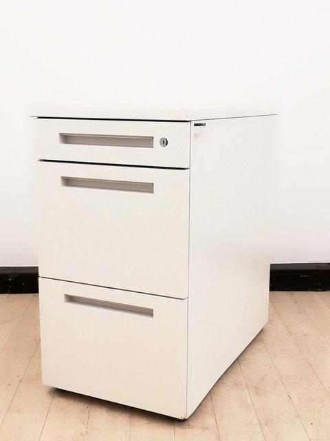 【4台入荷】イトーキの定番デスクシステム、CZRの3段脇机が入りました!人気のホワイトカラー【収納にお困りのお客様にオススメ!】