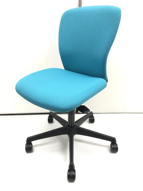 【やわらかいクッションで優しい座り心地】オカムラ スラート【明るい水色でオフィスが明るくなります】【クリーニング済】【クリーニング済】