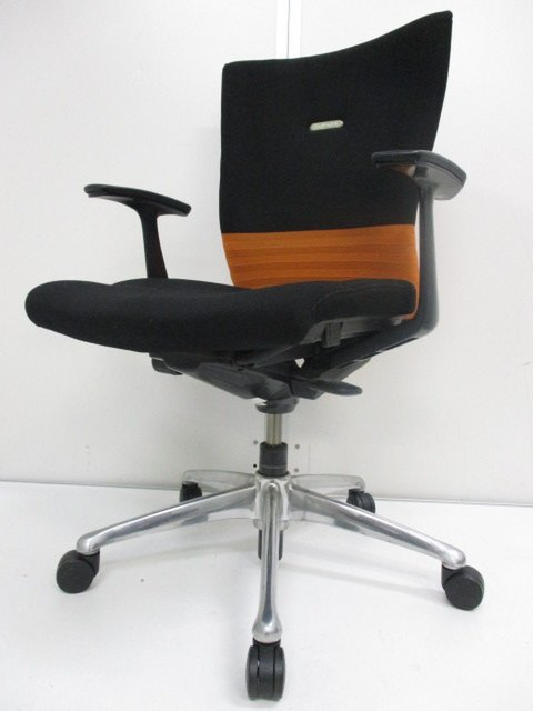 【珍しいオレンジ】ちょっとオシャレで座りやすいオカムラ製チェア