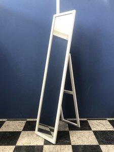 更衣室、オフィス入り口に設置はいかがでしょうか!営業に行く前、仕事を始める前の身支度用に!