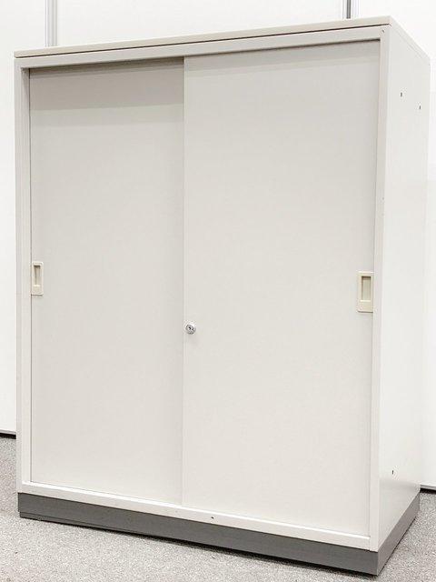 【スペースを圧迫しない引き違いタイプの書庫!】コクヨ|BWN【便利な天板付き】【残り1点の為お得価格!】