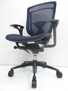 【一度は座ってみたい】人気のブルーメッシュでとても座りやすいオカムラチェア