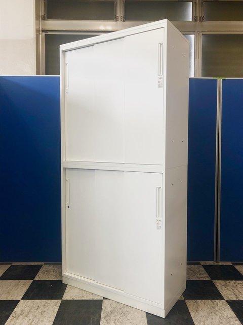 【スペースを有効活用!】コクヨ製の3枚引き違い書庫 きれいな明るいホワイト色でオフィスも明るく!