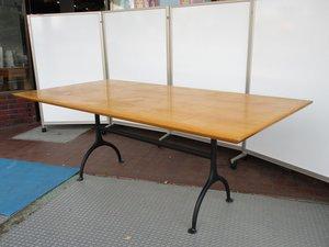 【こんなテーブル見たことない!】 スタッフも驚くデザインとサイズ感! 【解体不可に付き、現状渡しのみの販売!】