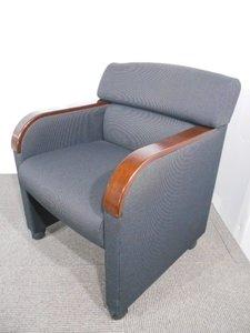 【希少品の入荷】オカムラ製品のアームチェアの入荷です!座り心地も良いです!応接室の入れ替え等におすすめです!