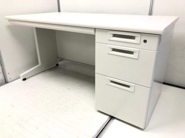 【状態良し!大量入荷!】オフィスを綺麗に魅せるホワイトボディ!幅1400mmで作業スペース広々! ◆2018年製