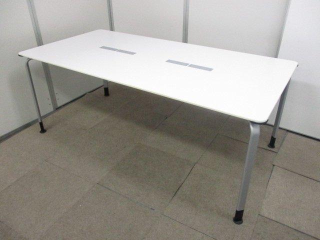 【W1800で広々使える】人気のホワイトカラーのコクヨ製ミーティングテーブル