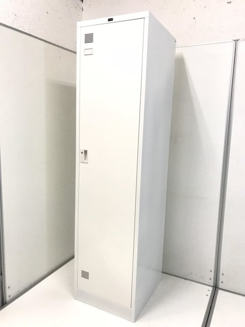 ホワイトカラーで更衣室を明るく清潔感のある空間に!内田洋行製のシステムロッカー入荷いたしました。