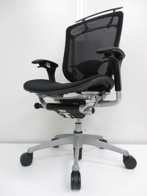 【珍しいハンガー付き】快適な座り心地を提供してくれるオカムラ製チェア