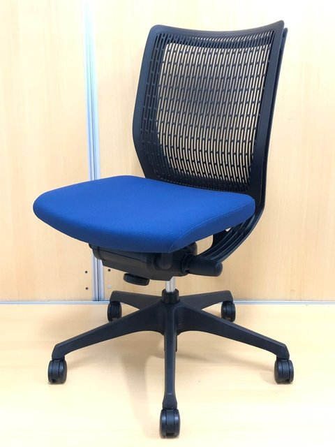 【状態良好品が残り1脚!】シンプルな機能ながらしっかりとした座り心地がオススメ!