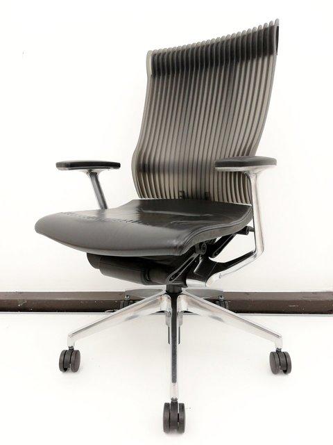 【座面革張り◆痕があるため特価です!】 最高峰のすわり心地を体験してください! 独創性あふれるデザインでコアなファンから人気!