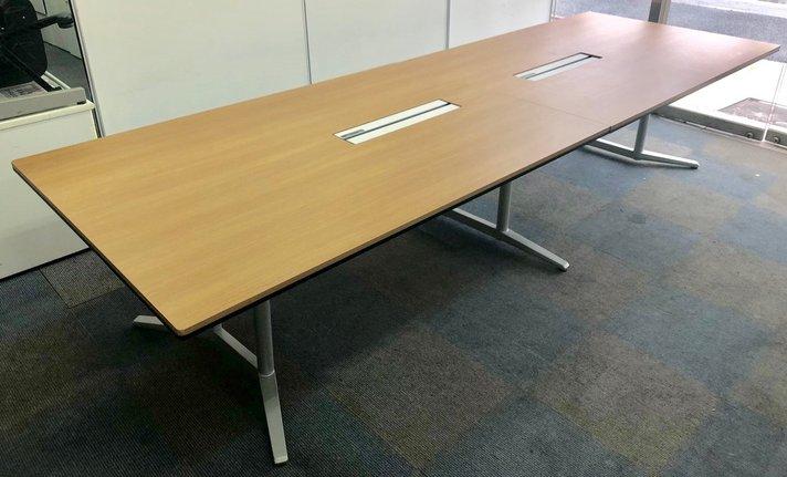 【2015年製が1台のみ入荷!】大型会議用テーブル!