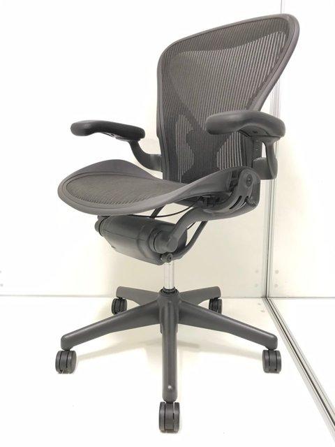 オフィスチェア、ビジネスチェアの王様!ハーマンミラー製のアーロンチェアが入荷致しました。 ◆Bタイプ