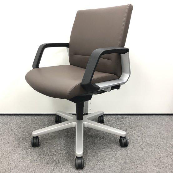 【高級チェア】座り心地の良さと風格を与えてくれるエグゼティブチェア!!