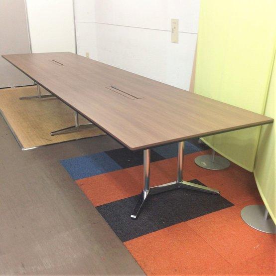 大型会議テーブル 上質な空間の演出 高級 オカムラ ラティオⅡ 重厚感あるネオウッドダーク色