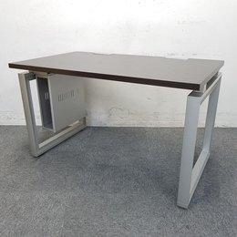 【12台ロット入荷】研ぎ澄まされたシンプルが空間と響き合うデスク「INFUSE(インフューズ)」中古 デスク テーブル マネジメントデスク