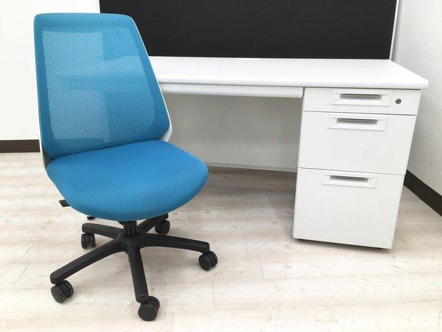 【幅広!作業効率上げるならコレ!】幅1400mm片袖机+肘無チェアセット!ホワイト+ブルーカラーで清潔感溢れる空間を!