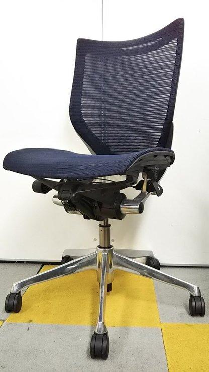 【人気の高機能チェア!】人間工学に基づいた快適な座り心地!オカムラ製バロンチェア