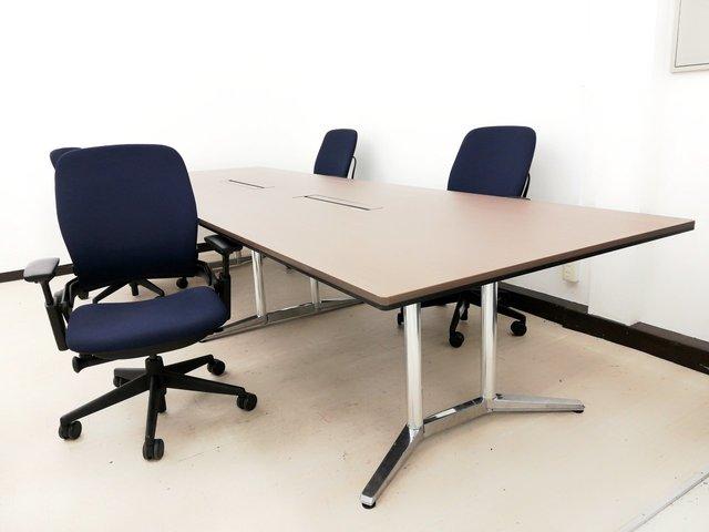 【これぞハイエンドモデル!】高級シリーズの会議用セット!■会議室に重厚感が出ます!