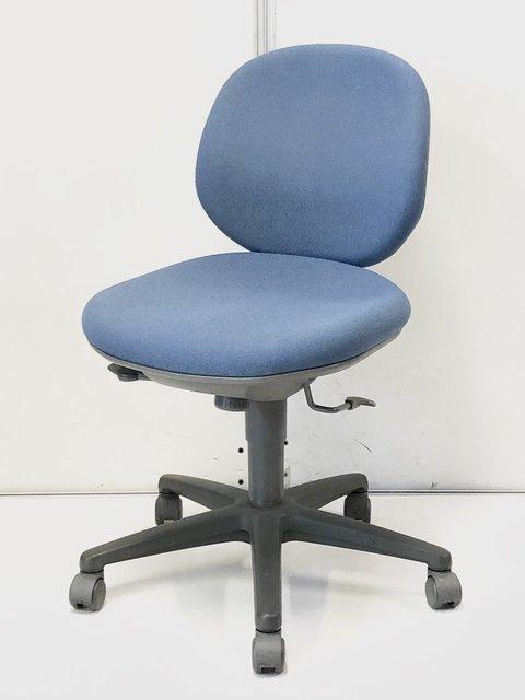 【低価格で揃う!倉庫に100脚在庫あり!】内田洋行製 ジャスト ブルー色の定番事務椅子!営業様が多い企業様におすすめ!
