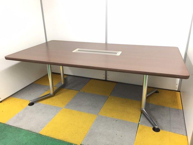 【大型ミーティングテーブル】国内老舗メーカー オカムラ製の高級感溢れるミーティングテーブル!