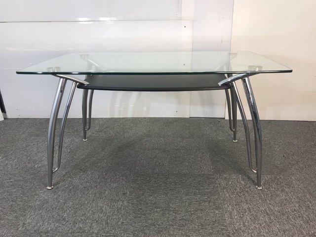 1台限り!オシャレなガラス天板のテーブル入荷!                          その他シリーズ                                     中古