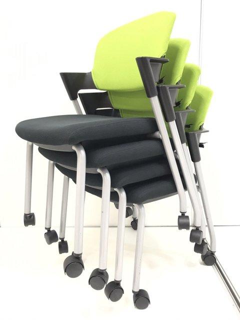 【場所を取らない4脚セット!】爽やかなライトグリーンカラーでオフィスを軽やかに!人気スタッキングチェア!