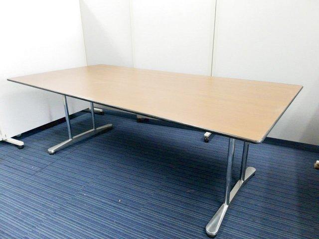 【幅2100㎜タイプのミーティングテーブル入荷!】落ち着いた色合いのテーブルになります!【値下品】