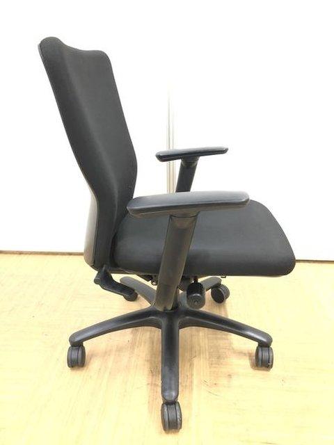 【肘付きで腕の疲れを軽減】人気メーカーのオフィスチェア【定番シリーズ】                         カロッツァ                                      中古