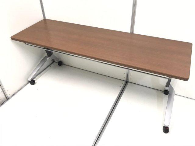 【6台入荷!】4~6名での使用かが可能!折りたためて重ねられるサイドスタックテーブル!