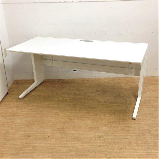 【2台入荷】シャープなフォルムで、エッジの聞いたオフィス空間を!! 流行のホワイトカラー