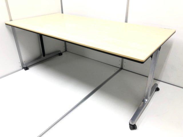 【2~4名での使用オススメ!】折り畳みが出来て片付けられるサイドスタックテーブル入荷!