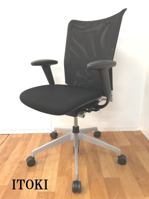 【背もたれメッシュで通気性が良く長時間のオフィスワークも快適です!!】