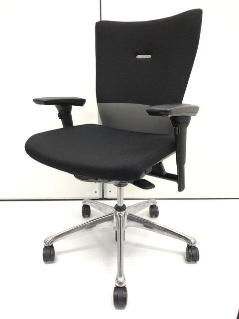 フィーゴ【座りやすさにこだわり抜いた1脚】【安定感と自由度が高いチェアです】