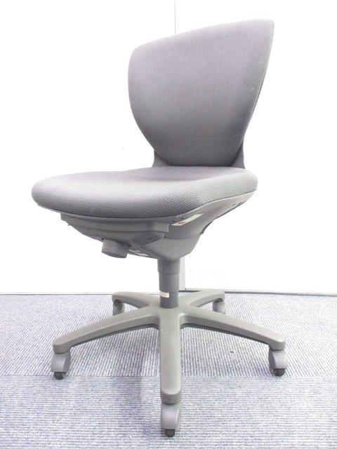 【独特な形で腰をキャッチ!】 実は人気のロングセラーチェア!【J】