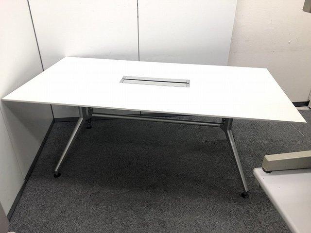 【状態良好品】デザインがスタイリッシュなミーティングテーブルの入荷です!!Y字脚タイプです!