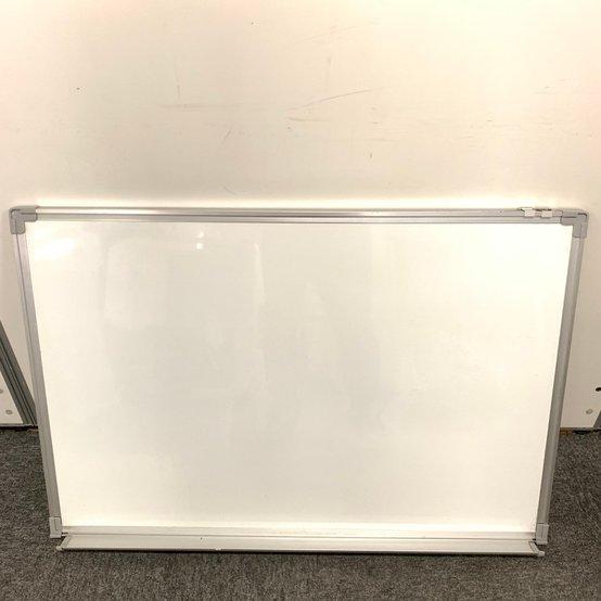 壁掛けタイプのホワイトボードが限定1台入荷です!!お急ぎ下さい。