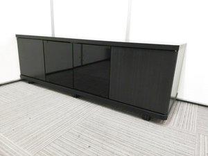 【新古品で状態ヨシ!】 ご自宅用にもおすすめなテレビ台! 【裏側の板が逆転してついています。。。詳細は写真にて】