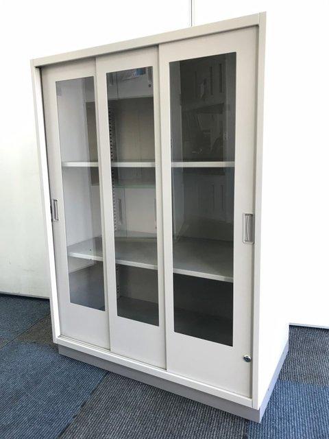 【入荷の珍しいガラス戸の引き違い書庫】中身の確認容易です【1台の入荷ですので早い者勝ちです!】