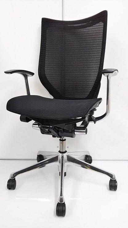 【高級感漂う、スタイリッシュチェアが2脚のみの緊急入荷!】常に品薄の座面、背もたれともにメッシュ仕様です!