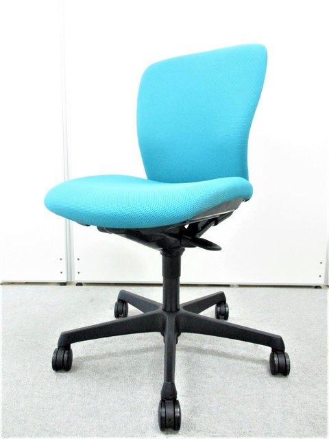 身体を包み込むやさしい座り心地を】オカムラ製 スラートチェア