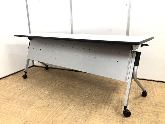 【まとめて10台入荷!】重ねて収納可能なサイドスタックテーブル!並べて使えば大型テーブルのように使用出来ます!