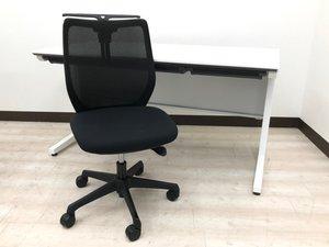 【白の机と黒の椅子のコントラスト】定番のセット商品となります!