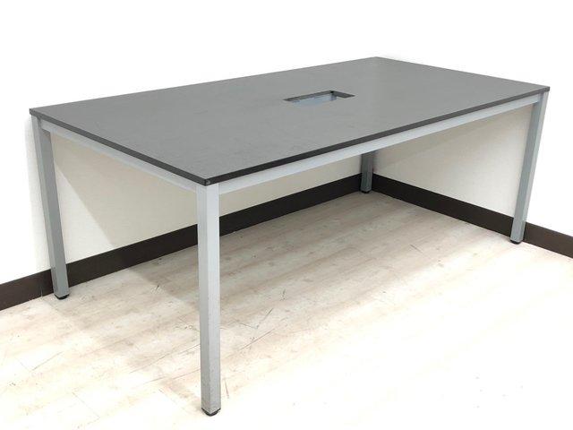 【シックで落ち着いた雰囲気のあるミーティングテーブル】商談、会議室に1台あると便利!!