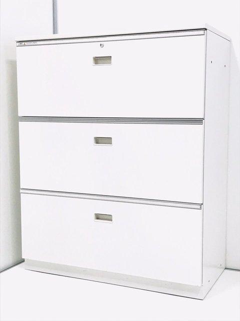 【取り出しやすさが人気!】国内メーカー製の3段ラテラル書庫です。