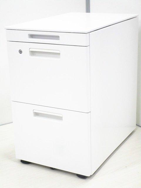 【フリアド用ワゴン2台入荷!】大人気のホワイトカラー!容量たっぷり、書類等々入ります。