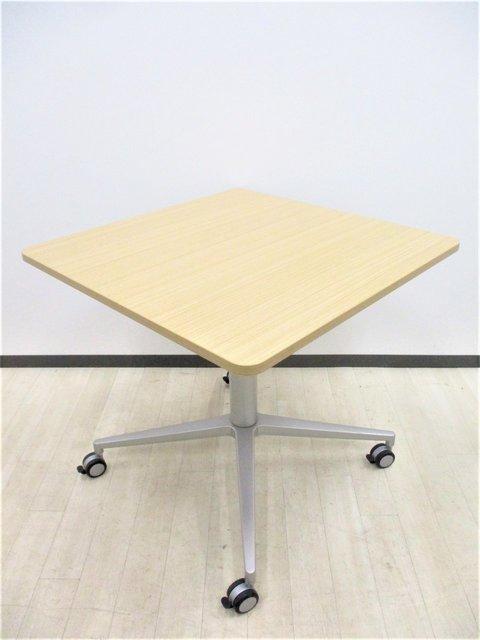 【1台限定!】1流メーカーのオシャレテーブル!キャスター、ロック付き、角が丸く安全!